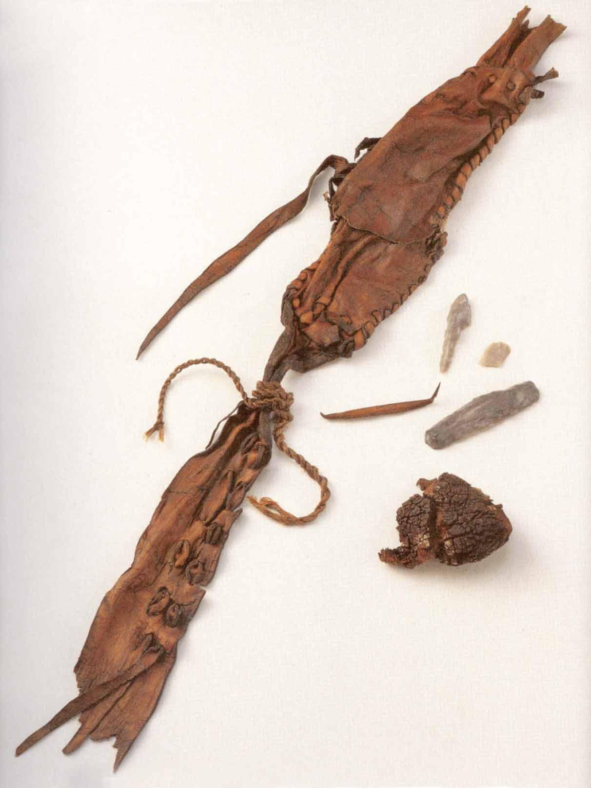 Para quien le guste la arqueologia  la historia de Ötzi Oetzi-Guerteltasche-2
